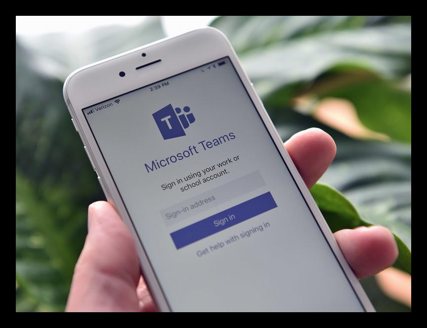 Картинка Запущенное приложение Microsoft Teams на iPhone